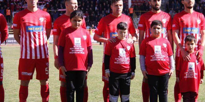 Vakfımız öğrencileri, Boluspor-Eskişehirspor seremonisinde sporcularla birlikte sahaya çıktı
