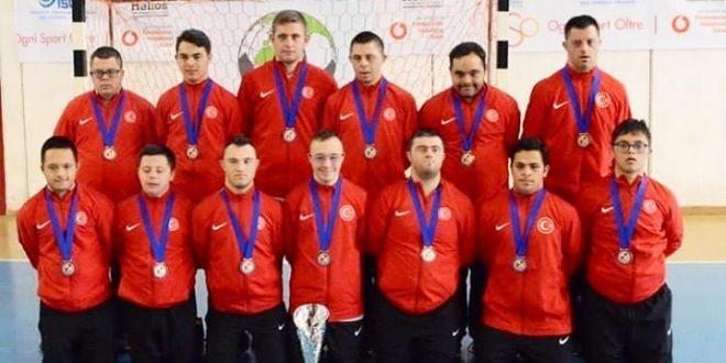 """Down Sendromlular Futsal Avrupa Şampiyonası""""nda Türkiye Down Sendromlu Futsal A Milli Takımı Avrupa üçüncüsü oldu"""